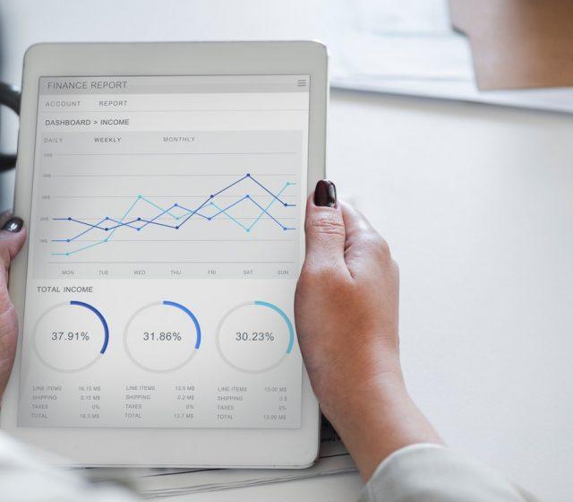 analysis-businesswoman-chart-955447